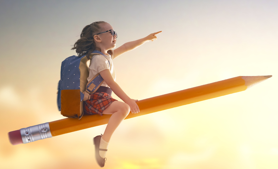 Back to school! Happy cute industrious child flying on the pencil on background of sunset sky. Concept of education and reading. The development of the imagination. (Back to school! Happy cute industrious child flying on the pencil on background of su